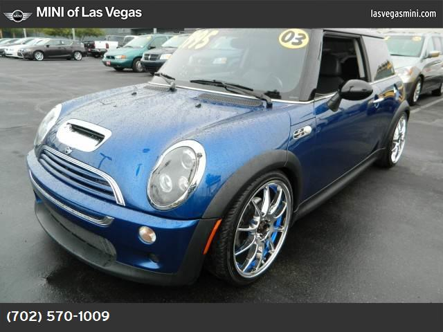 2003 MINI Cooper Hardtop S traction control abs 4-wheel air conditioning power windows power