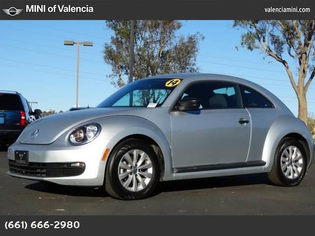 2014 Volkswagen Beetle Coupe 25L Entry this 2014 volkswagen beetle coupe 25l entry is proudly off