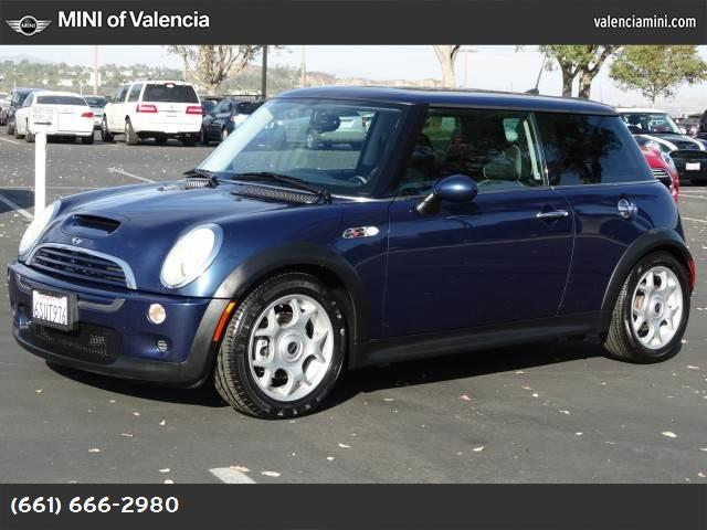 2006 MINI Cooper Hardtop S traction control abs 4-wheel air conditioning power windows power