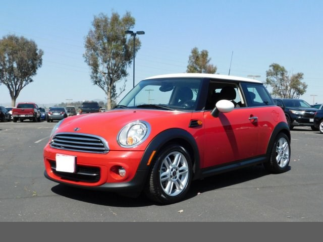 2011 MINI Cooper Hardtop  chili red front wheel drive keyless start power steering 4-wheel disc