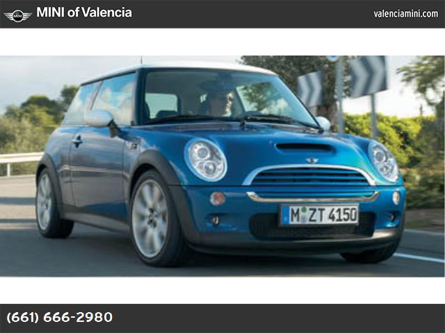 2005 MINI Cooper Hardtop S traction control abs 4-wheel air conditioning power windows power